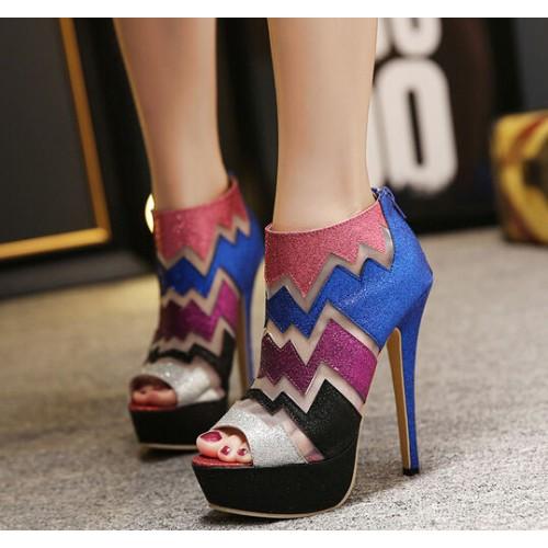f2f02e3f4e16b حذاء أنيق بتصميم مطبوع جذاب ذو كعب عالي رفيع ومفتوح من الامام