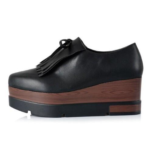 aee4b0514 حذاء مسطح بلون أسود